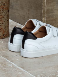 Sneakers - White and black