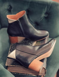 Triangle heel - Black and gold