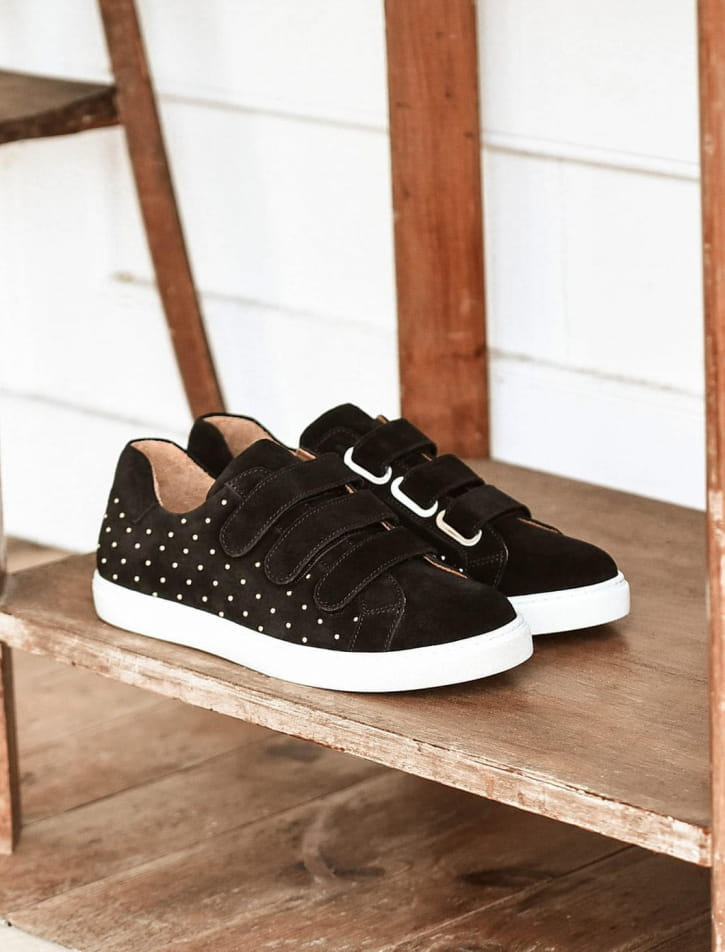 Sneakers - Black with golden nails
