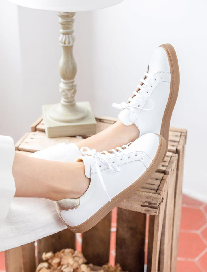 Sneakers - White and gold
