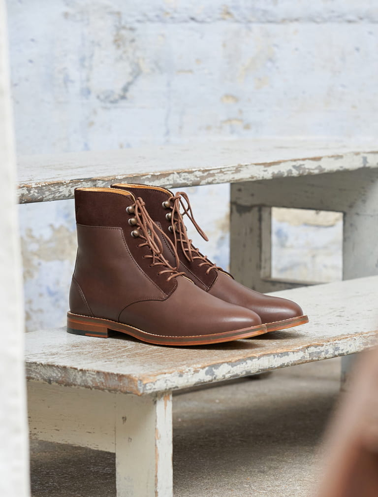 Combat boots and hooks - Chocolate